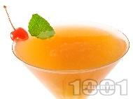 Коктейл Зомби (Zombie) с ром, кайсиево бренди, сок от лимон, портокал и ананас
